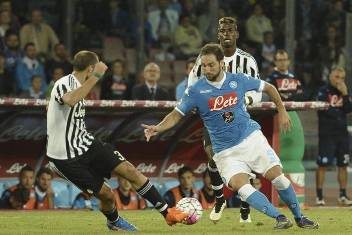 Gonzalo Higuain in azione contro la Juventus (foto Ansa.it)
