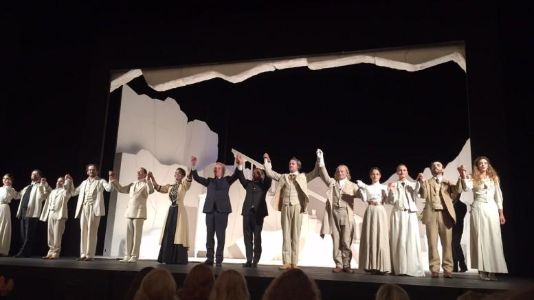 La compagnia del Teatro Stabile di Napoli ringrazia il pubblico di San Pietroburgo