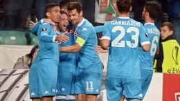 Dries Mertens festeggia il gol del vantaggio a Varsavia (foto Ansa.it)