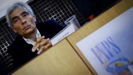 Il  presidente dell'Inps, Tito Boeri, nella sede della camera di Commercio di Napoli (foto Ansa.it)