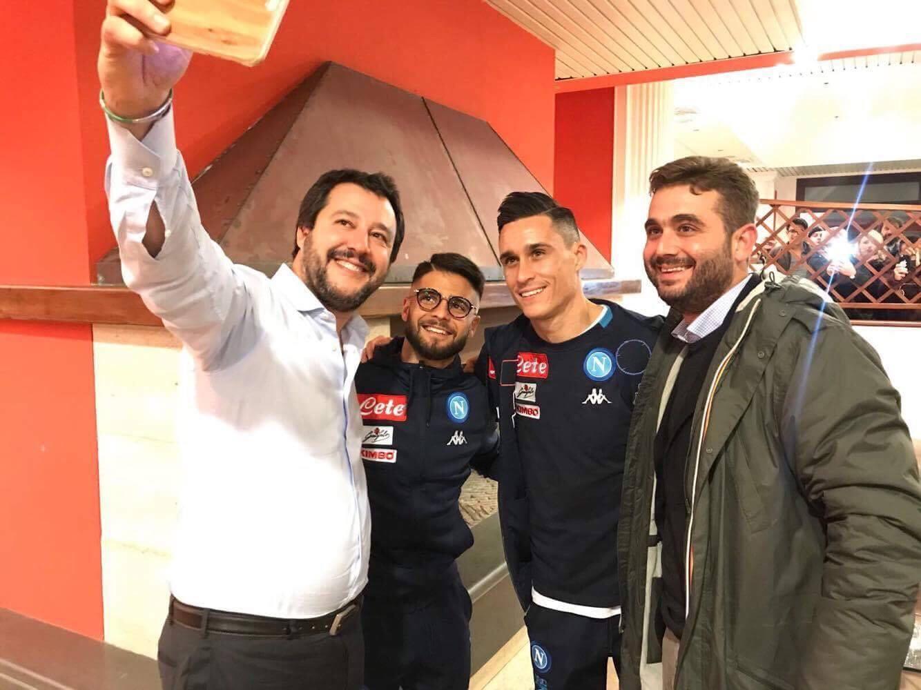 Il selfie pubblicato da Matteo Salvini sul suo profilo facebook